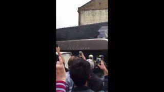Vidéo Bus Manchester United caillassé