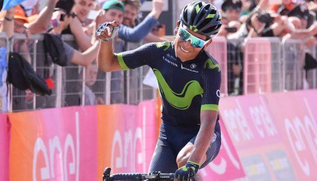 Nairo Quintana gagne au Blockhaus et prend le maillot rose